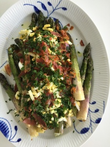 Green Asparagus with Hardboiled Eggs and Bacon
